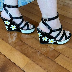 Spectacular patent daisy ankle strap wedges